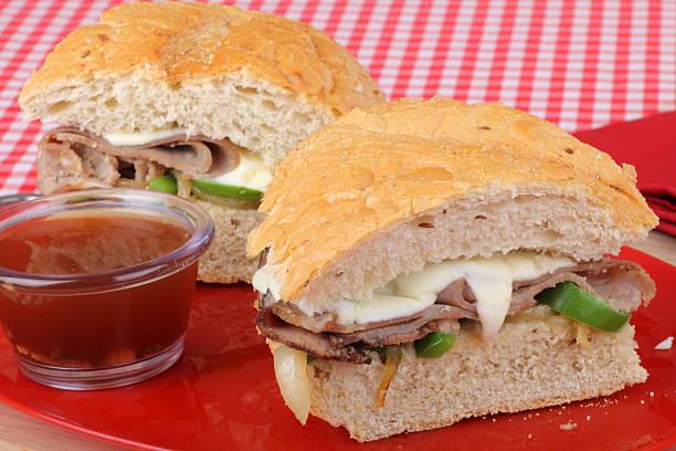 scheiben roast beef sandwich - roast beef sandwich stock-fotos und bilder