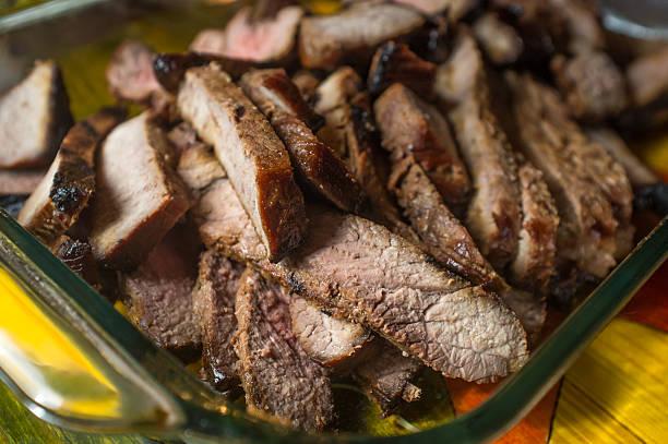 sliced steak medium rare - flank steak marinaden stock-fotos und bilder