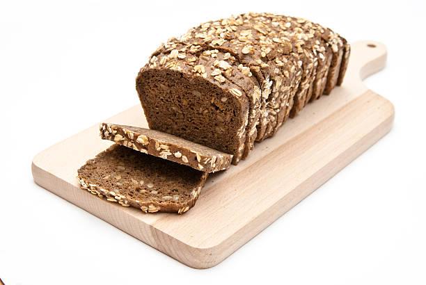 wholemeal Scheiben Brot auf Küche Bord – Foto