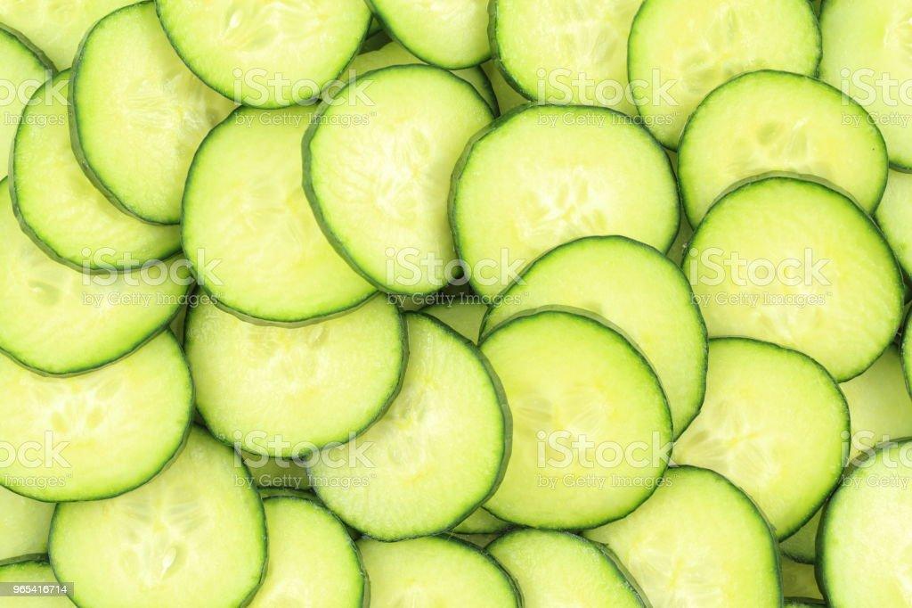 slices of fresh green cucumbers food background texture zbiór zdjęć royalty-free