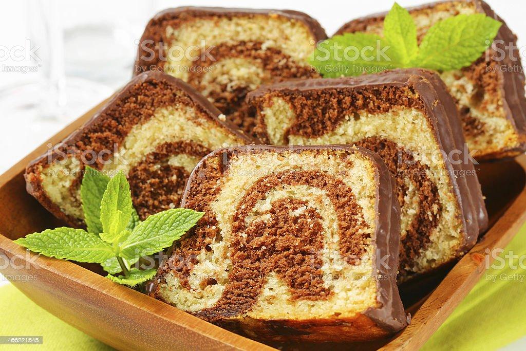 Scheiben Aus Marmor Pfund Kuchen Mit Schokoglasur Stock Fotografie