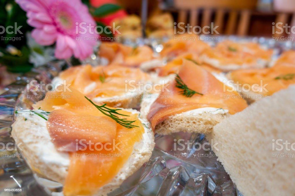 Slices of smoked salmon on bite-size bread bread zbiór zdjęć royalty-free