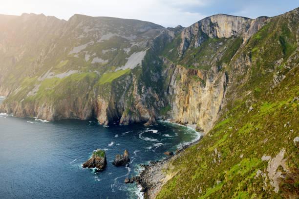 Slieve League, Irlands höchste Meeresklippen, im Südwesten Donegal entlang dieser herrlichen Costal-Fahrroute. Eine der beliebtesten Stationen am Wild Atlantic Way Route, Co Donegal, Irland. – Foto