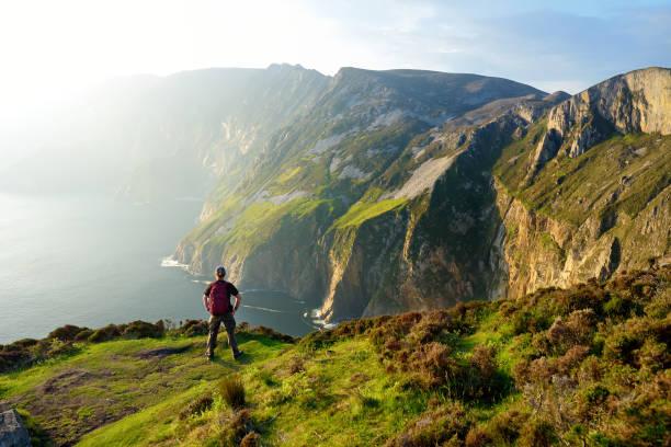 Slieve League, Irlands höchste Meeresklippen, im Südwesten Donegal entlang dieser herrlichen Costal-Fahrroute. Wild Atlantic Way Route, Co Donegal, Irland. – Foto