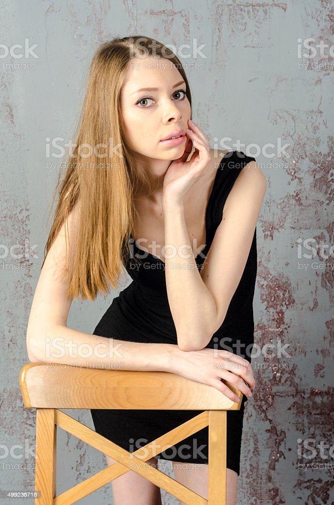 f7f085394e7 Узкие красивый красный-haired girl в черное мини-платье стоковые фото  Стоковая фотография