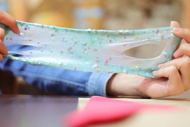 slime in girls hands - bagno zdjęcia i obrazy z banku zdjęć