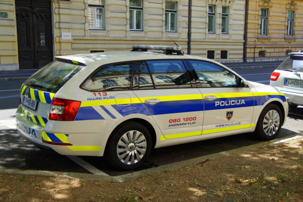 Skoda au service de la police - Page 7 Slovenian-national-police-car-skoda-superb-combi-picture-id836168276?k=6&m=836168276&s=612x612&w=0&h=2iV_DFCHkNkKgwBAS1IUCjRpjhITIb98DvU5neT3ALE=