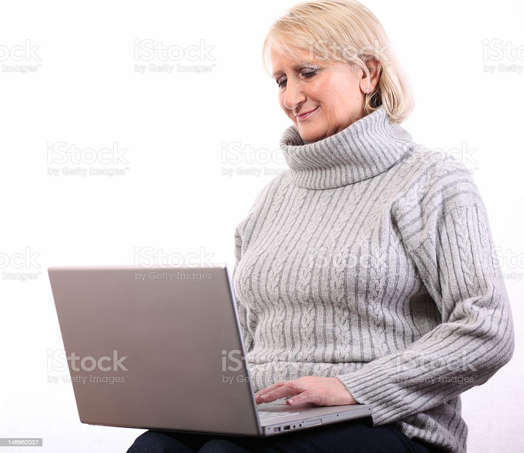 Smailing woman with computer royaltyfri bildbanksbilder