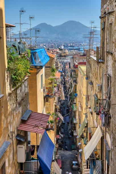 Kleine Gasse in der Altstadt von Neapel – Foto