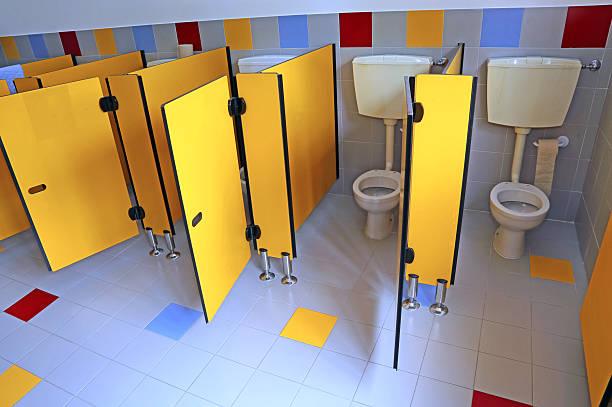 kleine badezimmer in ein kinderzimmer, ohne kinder - kindergarten handwerk stock-fotos und bilder