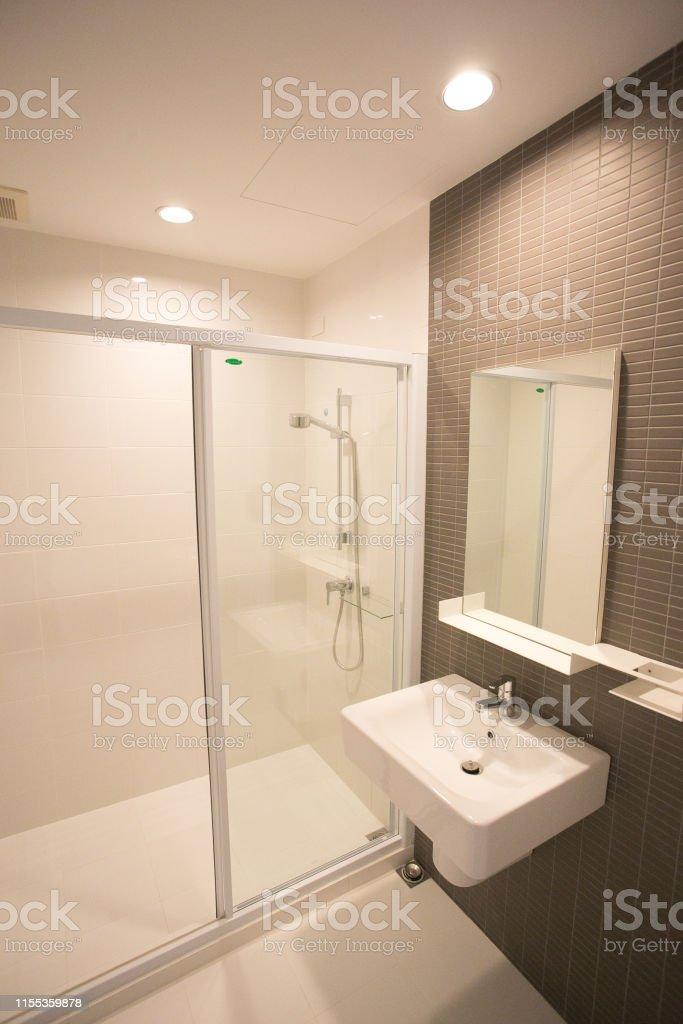Kleines Bad Mit Badewanne Stockfoto und mehr Bilder von ...
