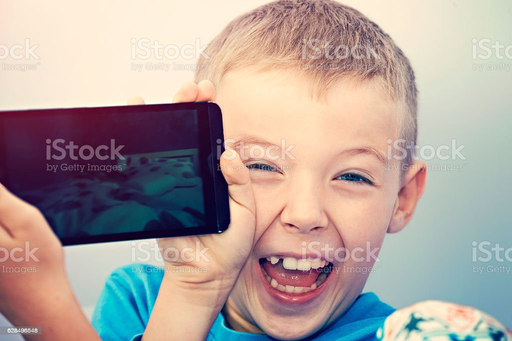 Small boy playing with a smartphone – Foto