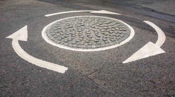 petit rond-point britannique à londres - rond point photos et images de collection