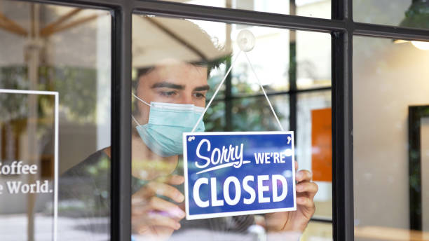 Small business closing during COVID-19 pandemic Small business closing during COVID-19 pandemic. closed stock pictures, royalty-free photos & images