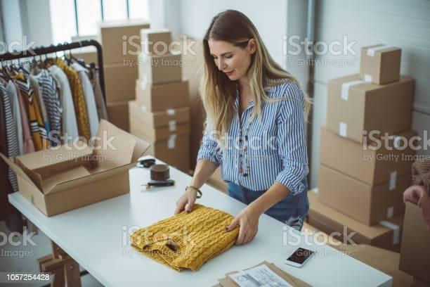 Pequeña Empresa Owener Foto de stock y más banco de imágenes de 35-39 años
