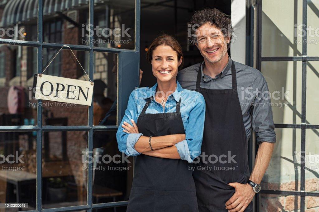 Casal de proprietários de pequenas empresas - Foto de stock de 40-49 anos royalty-free