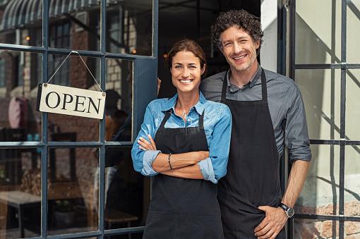 Foto de Casal De Proprietários De Pequenas Empresas e mais fotos de stock de 40-49 anos