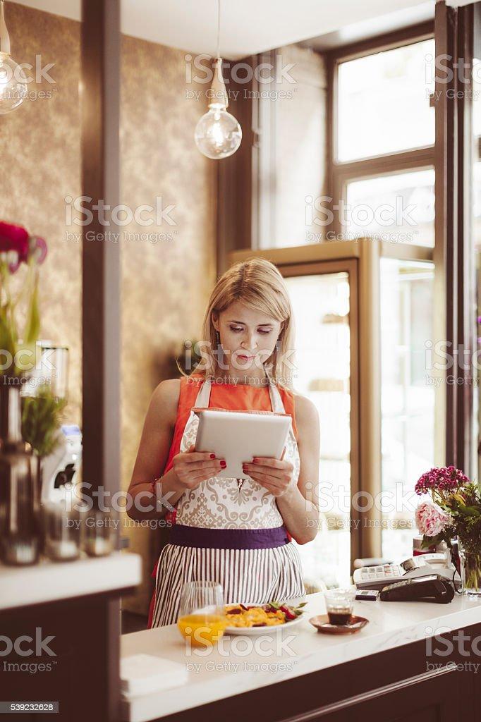 Tienda de pasteles pequeños negocios foto de stock libre de derechos