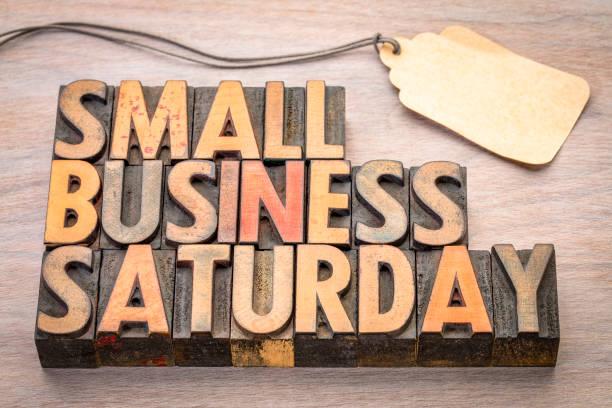 小商業星期六在木材類型 - small business saturday 個照片及圖片檔