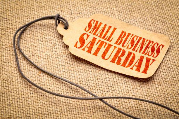 小型企業星期六在價格標籤上的文本 - small business saturday 個照片及圖片檔