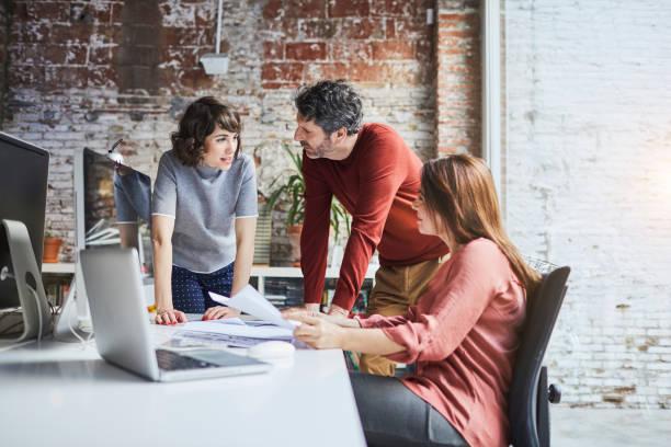 小企業,在辦公室工作。 - 小型辦公室 個照片及圖片檔