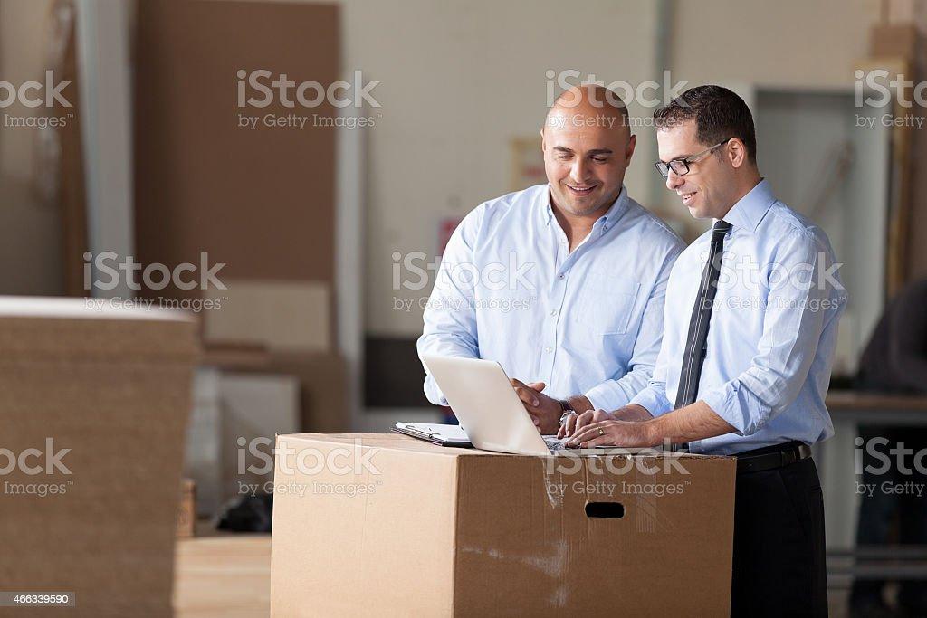 Kleine Geschäftsmann und Financial Advisor – Foto
