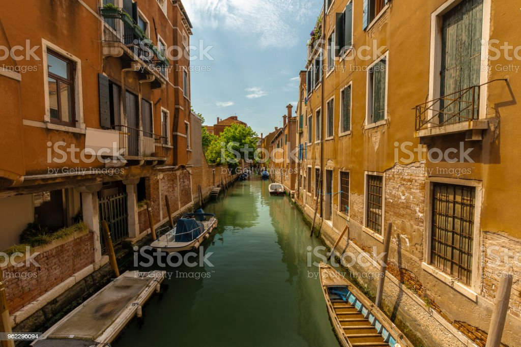 Einen kleinen Kanal in Venedig, Italien – Foto