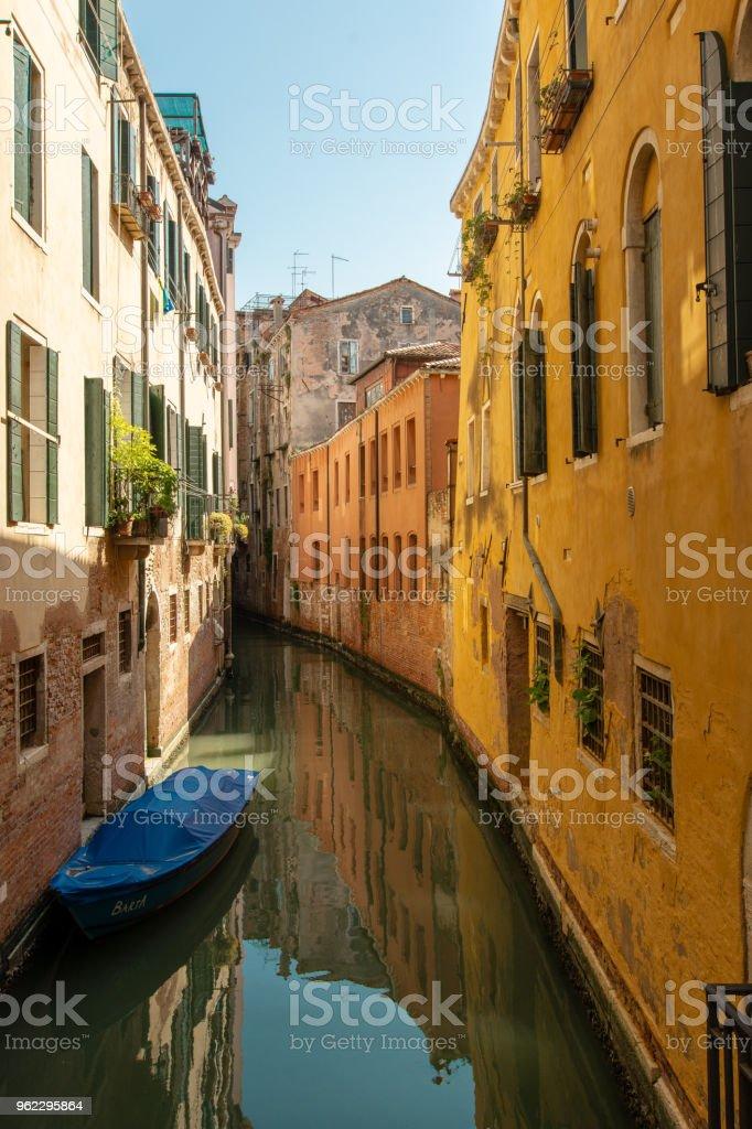 Einen kleinen Kanal in Venedig – Foto
