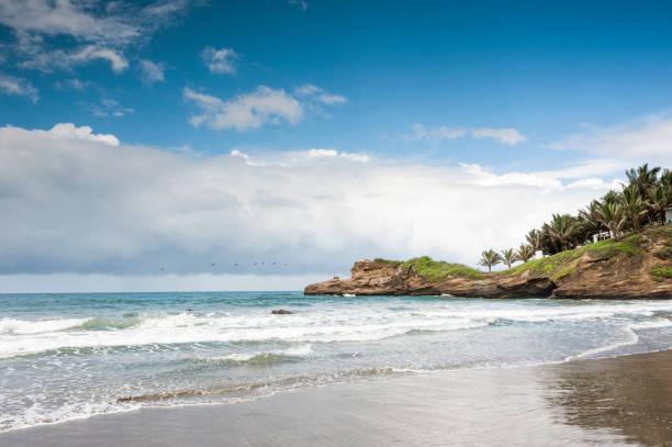 작은 매력적인 어촌 마을의 바 노스, 에콰도르 태평양 해안선 - 에콰도르 뉴스 사진 이미지