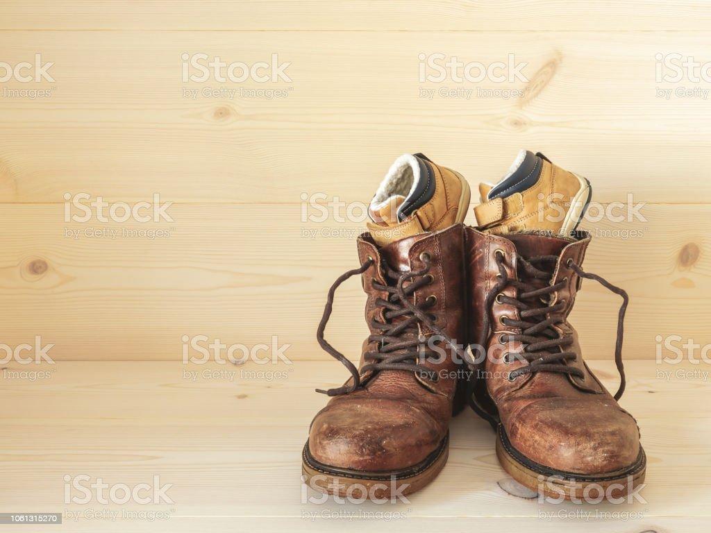 Pour Droit Une Chaussures De Photo Petit Enfant Libre Et PXukZOiT