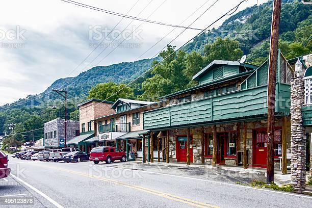 Small chimney rock town near lake lure in north carolina picture id495123878?b=1&k=6&m=495123878&s=612x612&h=4ipmr3hnjcastsemljx w9mynd24rvg ief9j4l4dxw=