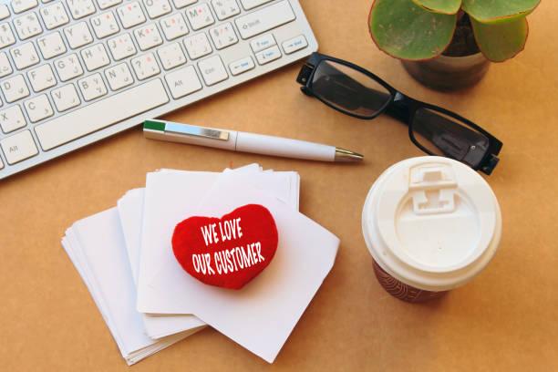 kleine Baumwolle rotes Herz mit wir lieben unsere Kunden – Foto