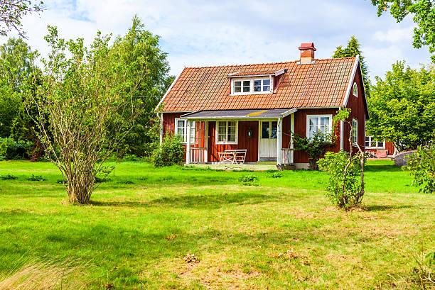 Small countryside house bildbanksfoto