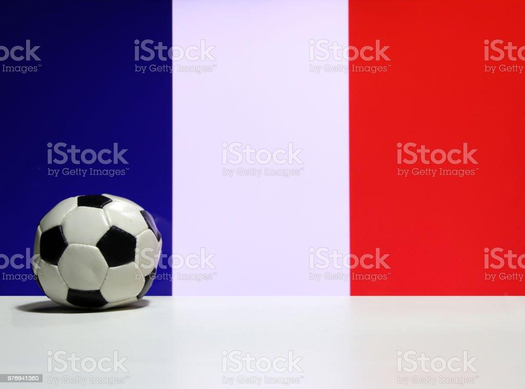 Photo Libre De Droit De Petit Football Sur Le Sol Blanc Et