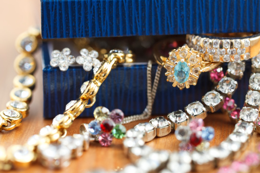 istock Small gift box with costume jewelry spilling out 182187343