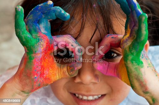 istock Small girl playing with colors 480849669