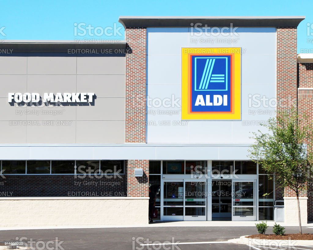 Pequeña tienda de comestibles - foto de stock
