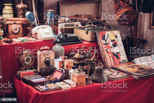 Small group of vintage objects in a flea market picture id842299108?b=1&k=6&m=842299108&s=612x612&h=22jnopbnt4cqv0 iwzm94cocwor61lntotyx0e4f1nu=