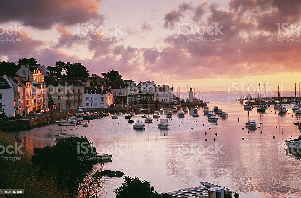 Kleinen Hafen Belle-Ile-en-Mer bei Sonnenuntergang – Foto