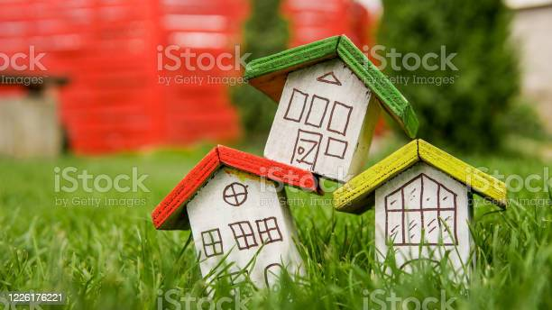 Small houses with color roofs over green and red fence picture id1226176221?b=1&k=6&m=1226176221&s=612x612&h=tinzhnyvm 1caww rkrb9x1rdphipqzzinyzj39 rz4=