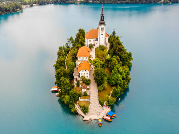 Small island and Lake Bled in Slovenia – zdjęcie