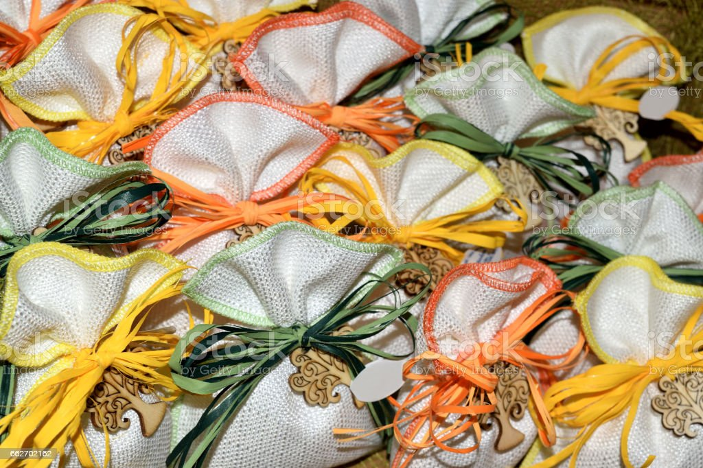 small jute bag decorated and filled with confetti - foto stock