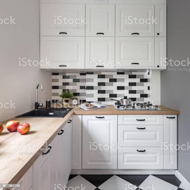 Small kitchen with white furniture picture id907865238?b=1&k=6&m=907865238&s=612x612&h=x8uem3jnmxo5dqgquyd05 fpk5zkqmsn2rpw3jaxs0w=