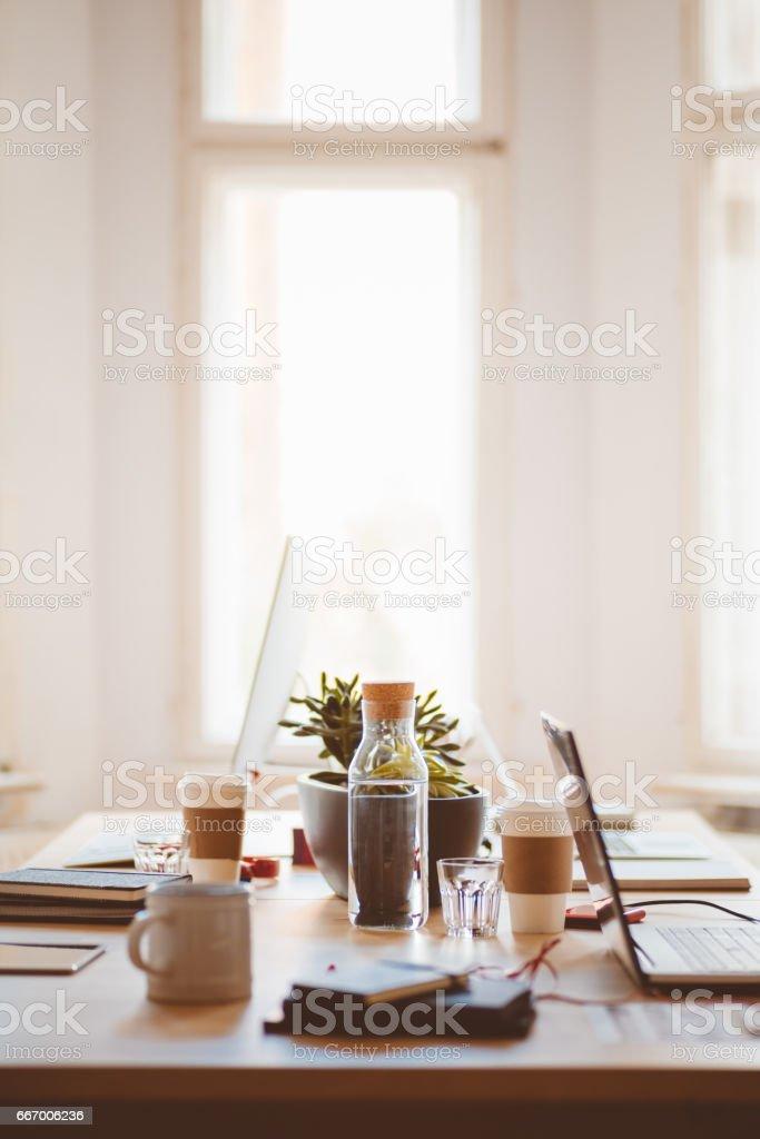 Pequeño escritorio de trabajo Co - foto de stock