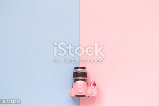 istock Small photo camera model on pastel background minimalistic concept. 940259212