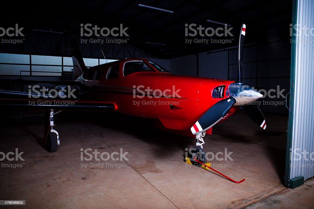 Pequeno avião vermelho no Hangar Hélice - foto de acervo