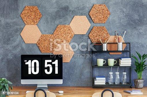 istock Small rack on desk 871609104