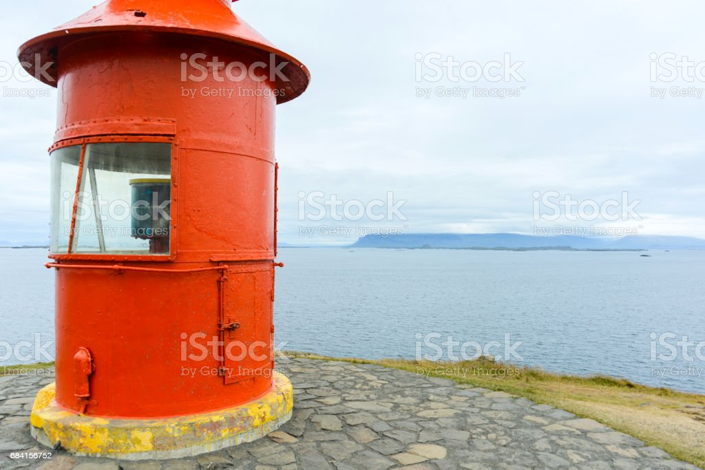 kleine rode vuurtoren op IJsland royalty free stockfoto