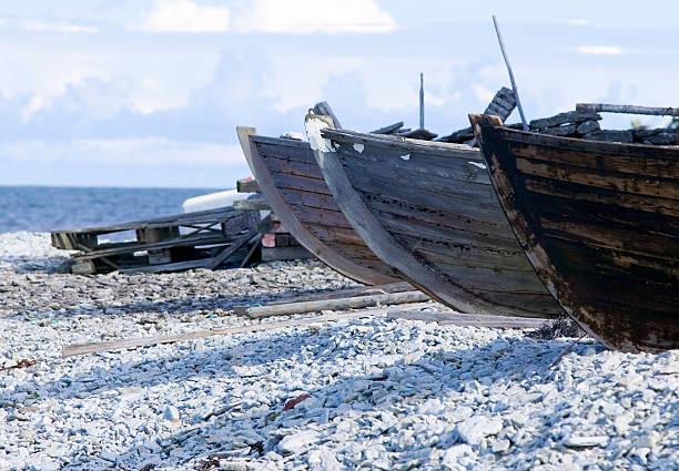 Kleine row Boote Leg dich auf eine pebble beach – Foto