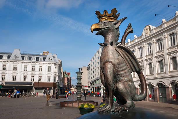 small sculpture of a griffin, the heraldic animal of malmö - malmö bildbanksfoton och bilder
